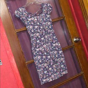 5/$25✨ Decree Floral Bodycon Dress